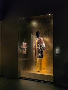 Jas uit de afstudeercollectie aan de modeafdeling van de Koninklijke Academie voor Schone Kunsten van Antwerpen (1981) (c) Foto: Koen de Waal